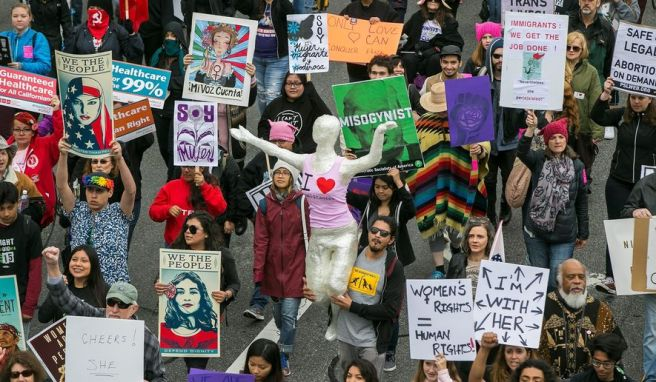 3_6_2017_women-day-los-angeles8201_c0-125-3000-1874_s885x516